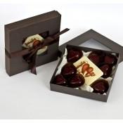 Кутия с 8 бр. бонбони - Амарена и плочка с надпис LOVE