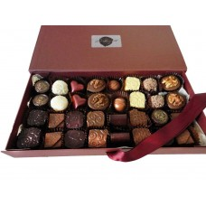 Луксозна кутия с 32 бр. ръчно изработени шоколадови бонбони