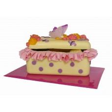 Шоколадова кутия с бебешки мотиви и бонбони