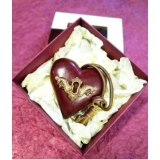 Кутийка с шоколадово сърце с ключе