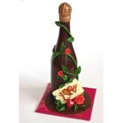 Шоколадова бутилка с цветя и плочка с надпис LOVE