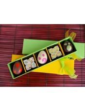 Кутия с великденски шоколадови бонбони и яйца