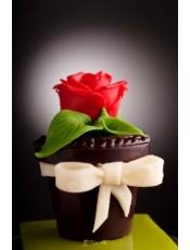 Шоколадова саксийка с цвете