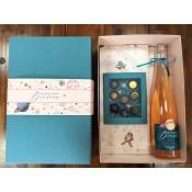 Луксозна подаръчна кутия с шоколадови бонбони и вино